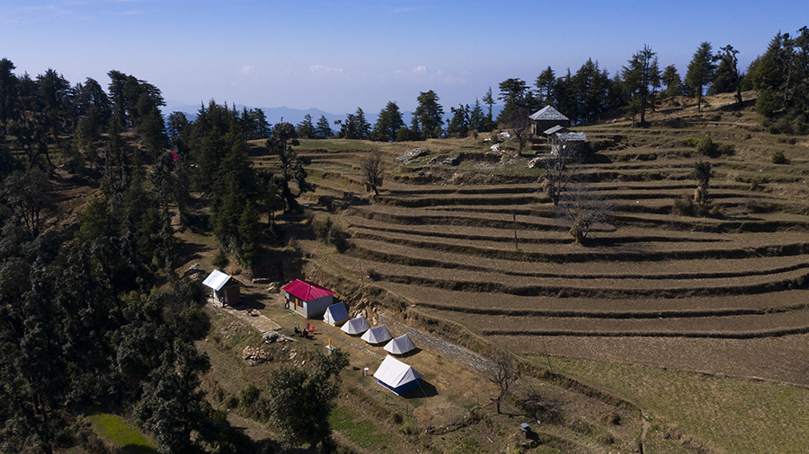 "<img src=""offbeat holidays away from tourists and crowd.jpeg"" alt=""offbeat secluded exclusive exotic vacation riverside camping exotic covid19 corona safe campervan vacation overlanding holiday onboard overland truck vanlife  in wilderness  caravan and campervan for best for family holidays in village setting of himachal pradesh"">"