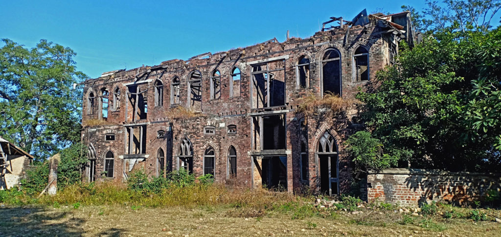 """<img src=""""dadasiba palace fort in ruins.jpeg"""" alt=""""fort palace in ruins dadasiba campervan vacation overlanding overland truck vanlife lakeside campexperience wilderness caravan for best family holiday and couplepong dam himachal pradesh"""">"""