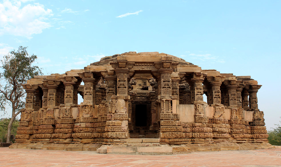 "<img src=""kiradu temple complex.jpeg"" alt=""kiradu temple in ruins highlight for day trip near barmer known as khajuraho of rajathan"">"
