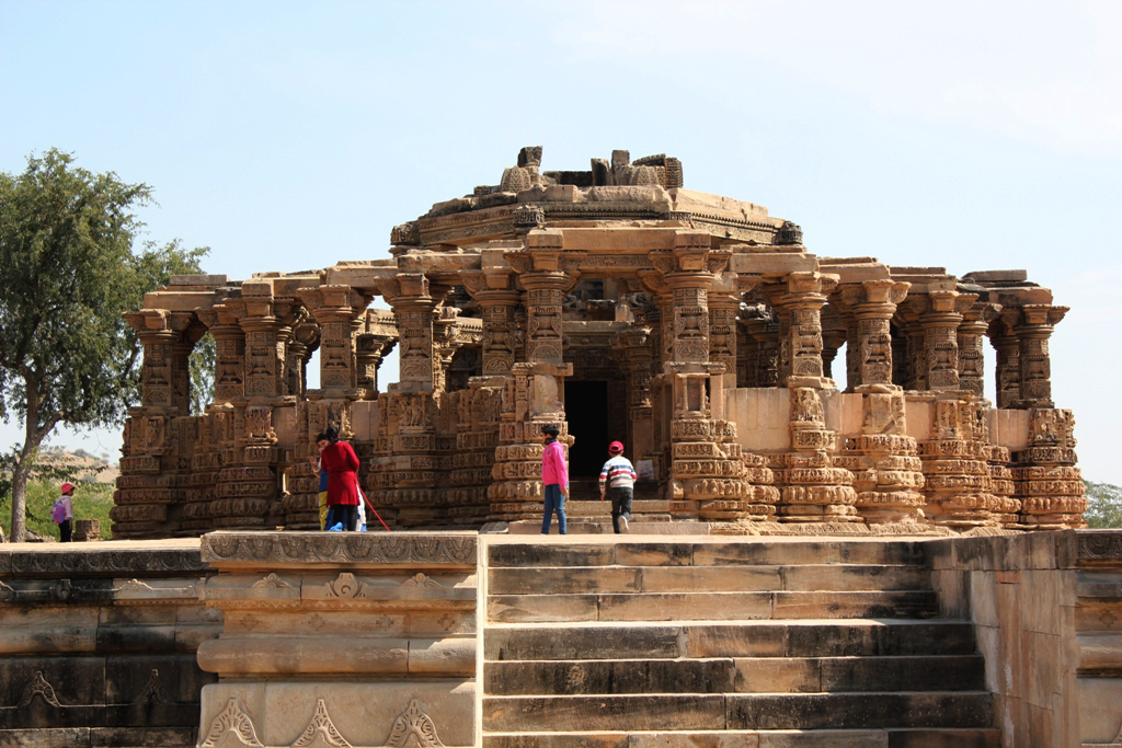 "<img src=""kiradu temple complex in ruins barmer rajasthan.jpeg"" alt=""best photo tour at kiradu offbeat caravan campervan luxury vanlife nomadic unique experience barbecue best photo tour  outdoor overlanding camp corona safe holidays away from tourists crowd to relax unwind quiet silent rural rajasthan barmer munabao gadra"">"