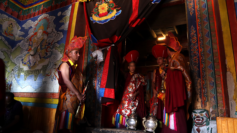 "<img src=""photo tour motorhome camperan hemis festival ladakh.jpeg"" alt=""photo tour hemis festival caravan campervan vacation covid corona safe soft adventure ladakh overlanding holiday onboard overland truck india"">"