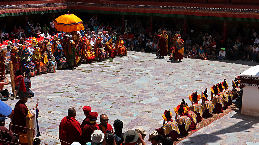 "<img src=""photo tour motorhome camperan hemis festival ladakh.jpeg"" alt=""photo tour hemis festival caravan campervan vacation soft adventure ladakh overlanding holiday onboard overland truck india"">"