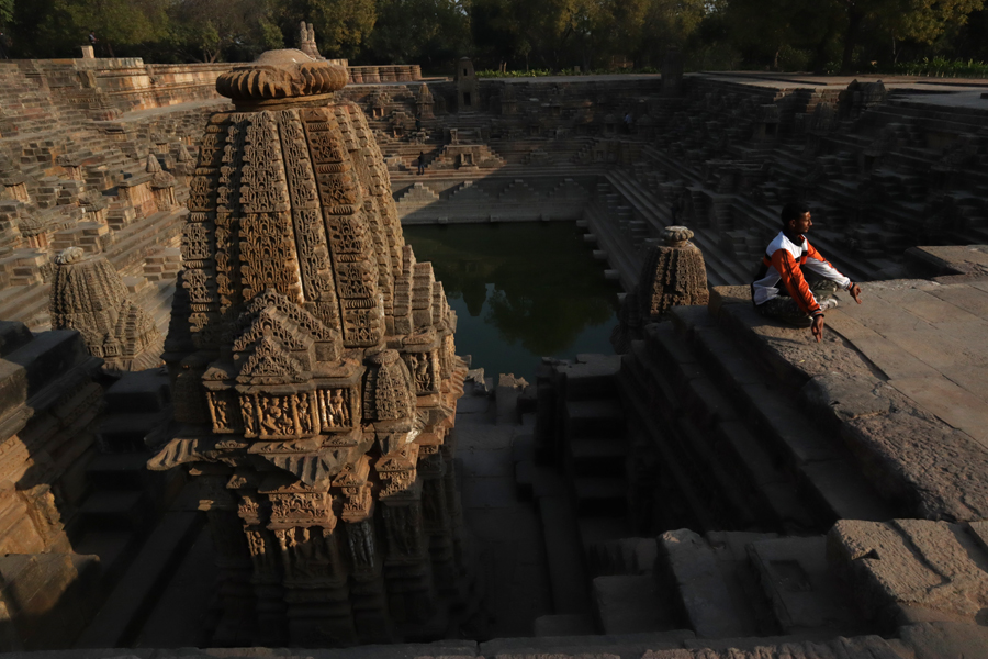"<img src=""yoga at sun temple modhera gujarat.jpeg"" alt=""best escorted and guided photo tour of modhera with campervan overland truck nomadic caravan holiday unique lifetime experience offbeat outdoor overlanding camp to relax unwind quiet place at secluded locations in gujarat"">"