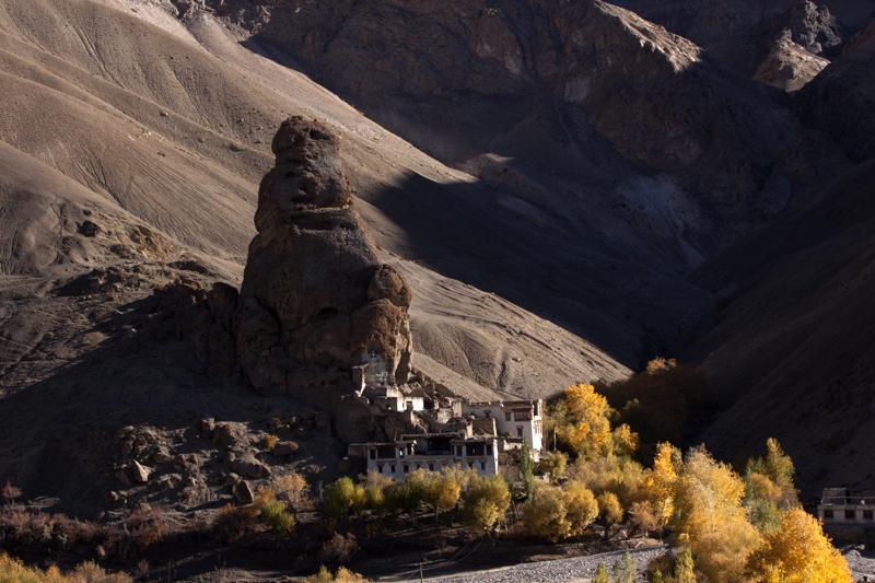 "img src=""caravan campervan photo tour ladakh.jpeg"" alt=""photo tour ladakh in fall colours of autumn with caravan campervan overlanding holiday inwilderness onboard overland truck ladakh covid19corona safe soft adventure india"">"
