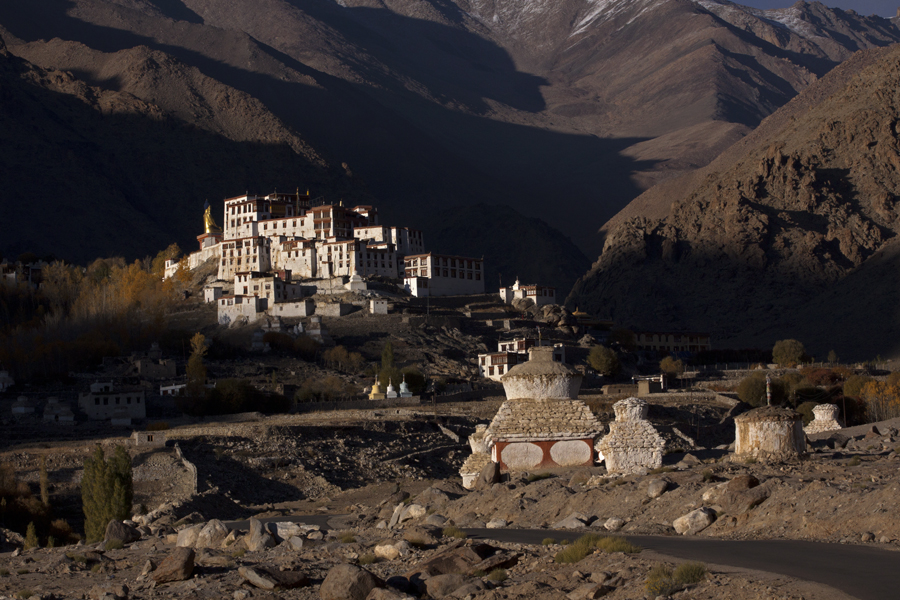 """<img src=""""best photo tour in ladakh caravan.jpeg"""" alt=""""best photo tour escorted curated and guided with caravan campervan ladakh in offbeat camp on the banks of river indus"""">"""