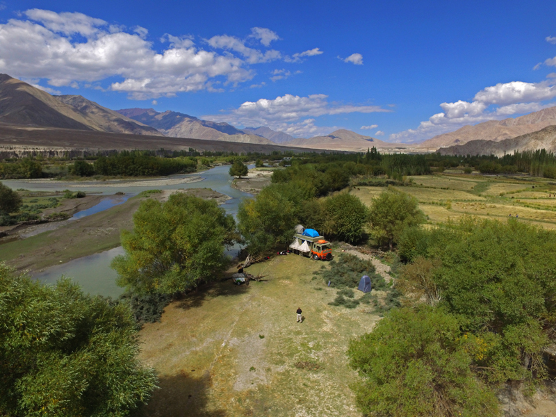 """<img src=""""caravan motorhome holidays leh ladakh.jpeg"""" alt=""""caravan rv recreational vehicle overland truck mobile camping at river for family vacations for corona safe experiential holidays in wilderness with nature leh ladakh india"""">"""