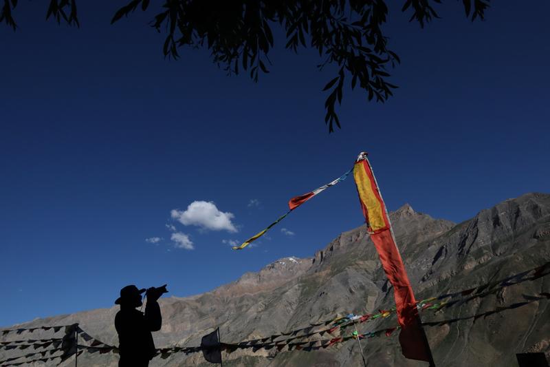 """<img src=""""best photo tour leh ladakh.jpeg"""" alt=""""best photo tour in spiti ladakh to shoot landscape milkywayastrophotography light painting time lapse night sky startrailsculture"""">"""