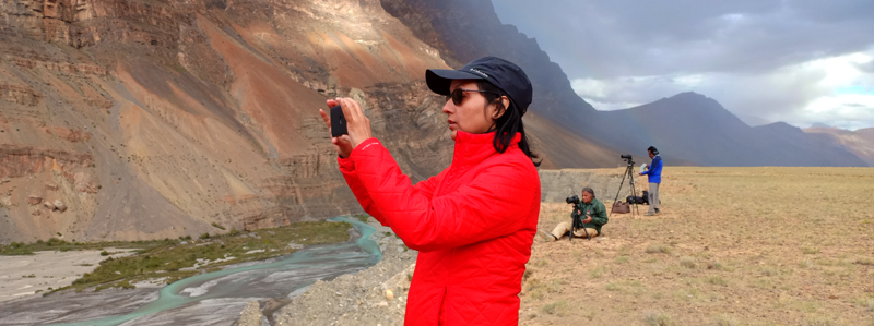 """<img src=""""best photo tour woman photographer shooting.jpeg"""" alt=""""best photo supported by caravan campervan motorhome tour for women girls spiti ladakh to shoot landscape milkywayastrophotography light painting time lapse night sky star trailsculture best food and comfortable camp in wilderness offbeat locations safe for women ladakh spiti"""">"""