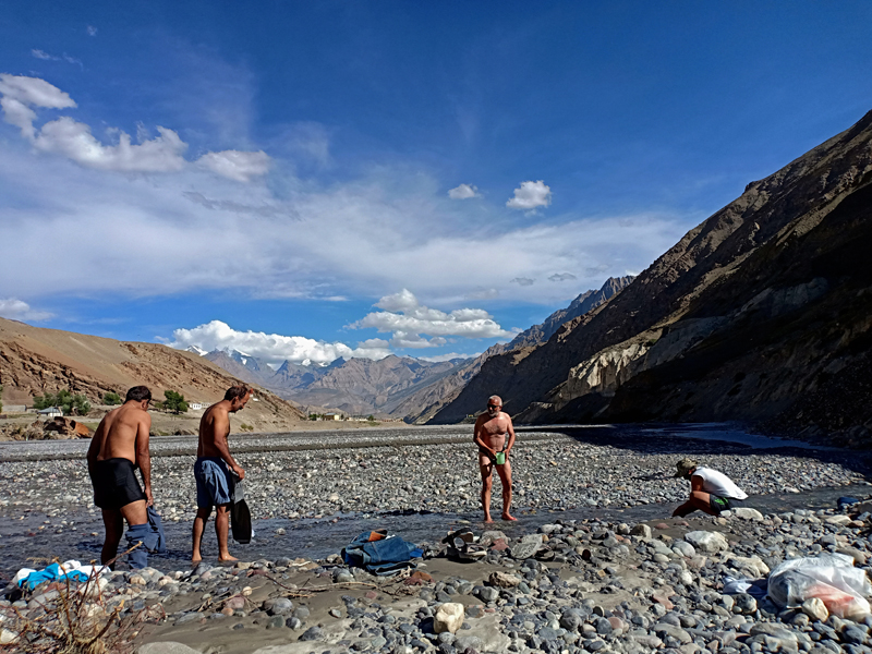 "<img src=""offbeat holidays on riverbank.jpeg"" alt=""offbeat overlanding camp on the riverbed and riverbank in punjab, spiti, ladakh, rajasthan, kurtch, gujarat,  best offbeat family holidays for couples to romance in wilderness"">"