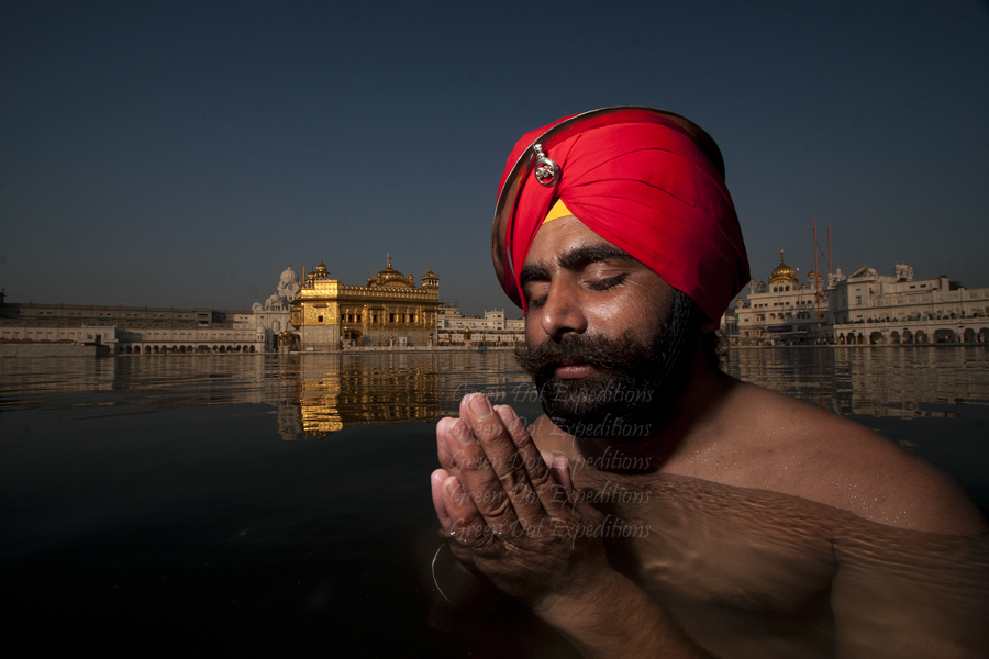 """<img src=""""sikh soldier at golden temple.jpeg"""" alt=""""sikh soldiers of the indian army praying at the golden temple, clicked during the best photo tour of amritsar punjab"""">"""