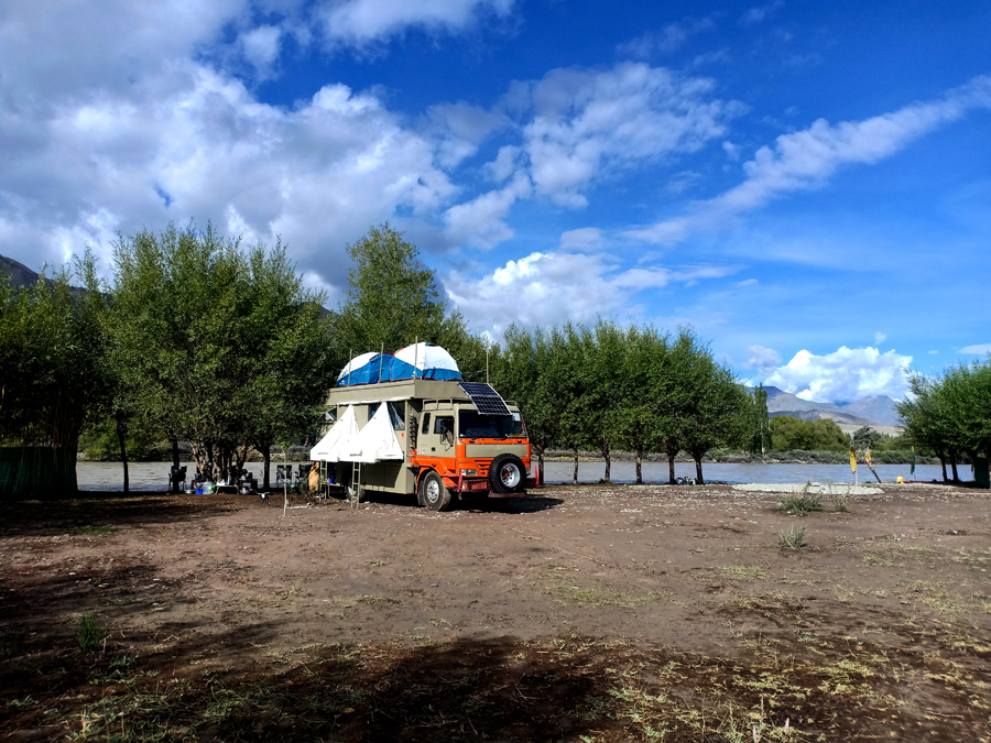 "<img src=""offbeat riverside camp leh.jpeg"" alt=""corona safe overland truck caravan campervan at aristocratic nomadic rustic camping  in village setting peaceful location for experiential best family holidays, vacation for couples social distancing assured leh ladakh"">"