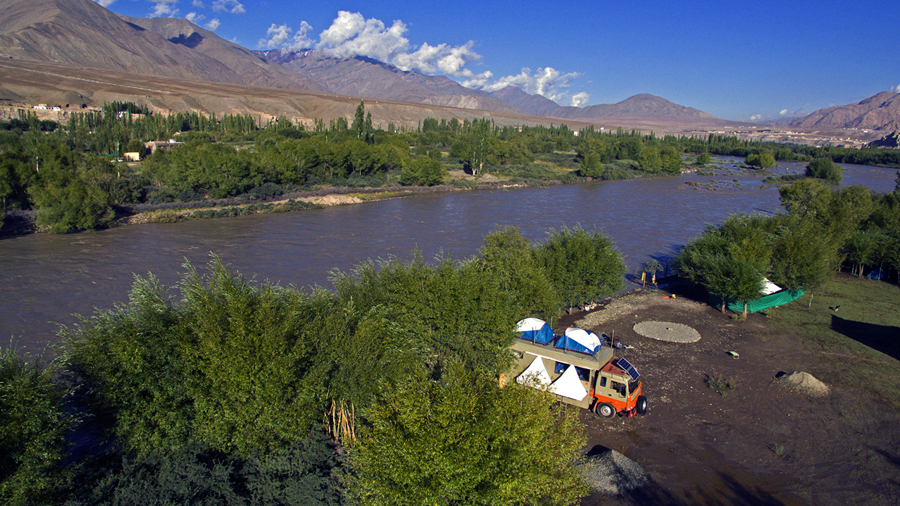 "<img src=""caravan campervan family holidays offbeat camp.jpeg"" alt=""soft adventure caravan campervan vacation nomadic overlanding holiday onboard overland truck vanlife with weber barbecue grill food experience wilderness RV motorhome for best family vacations pong dam himachal pradesh ladakh rajasthan kutch gujarat India"">"