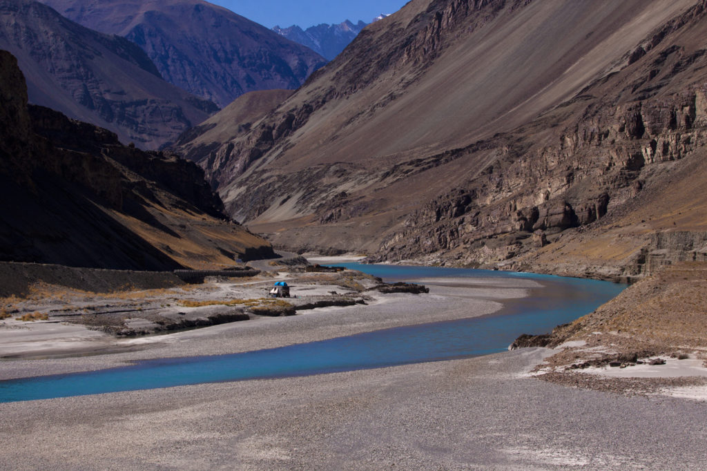 """<img src=""""photo tour landscape in ladakh caravan.jpeg"""" alt=""""best photo tour for landscape astrophotography escorted curated and guided with caravan campervan ladakh in offbeat camp on the banks of river indus"""">"""