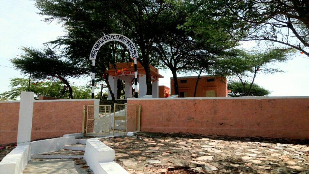 """<img src=""""Indian railway war memorial barmer gadra.jpeg"""" alt=""""railway war memorial best offbeat caravan campervan luxury vanlife nomadic unique experience barbecue best photo tour outdoor overlanding camp corona safe holidays away from tourists crowd to relax unwind quiet silent rural rajasthan barmer munabao gadra"""">"""